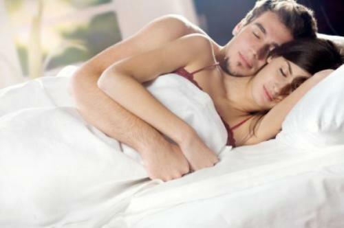 Сон в обнимку это один из секретов семейного счастья