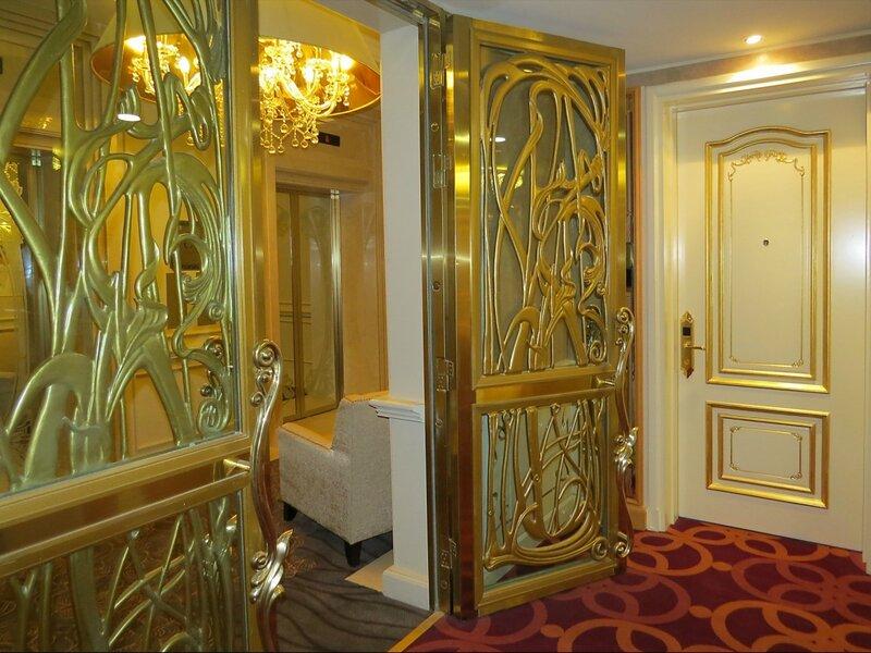 металлические противопожарные двери в холл
