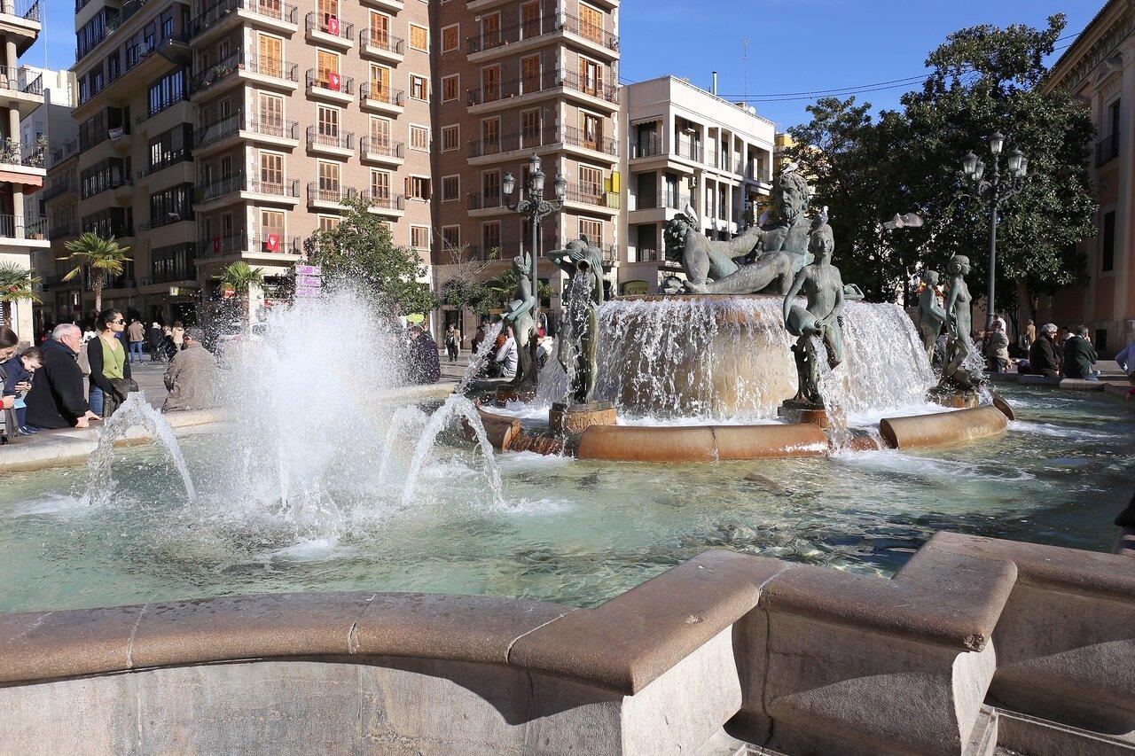 Valencia. Valencia. Virgen Square. Plaza de la Virgen. Fuente del Turia. Fountain Of Turia