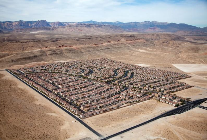 4. Жилой блок в пустыне, Лас-Вегас, Невада, США, 2009 г. (Alex MacLean / Beetles+Huxley)