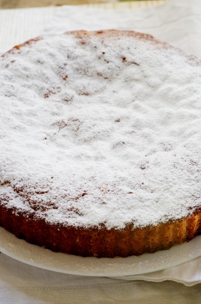 готовый пирог посыпаем сахарной пудрой.JPG