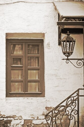 Улица. Фонарь. Окно.