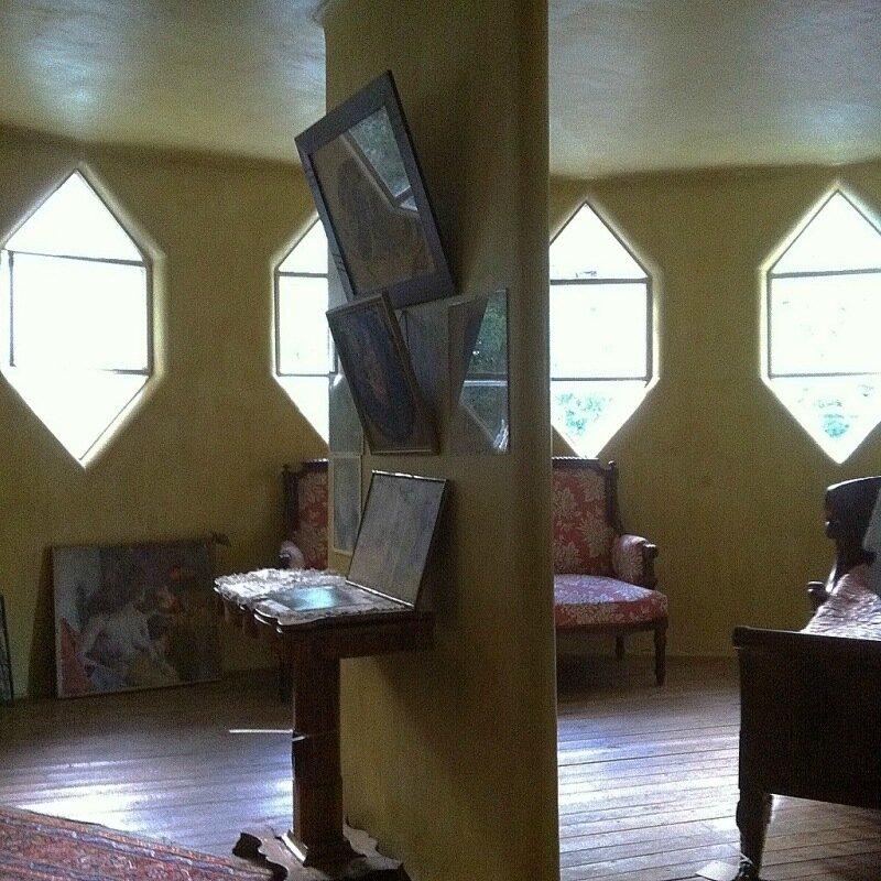 Внутри дома Мельникова