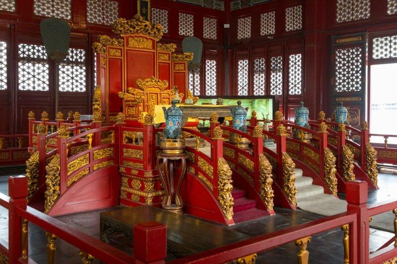 Трон в павильоне Биюн, Императорская Академия, Пекин