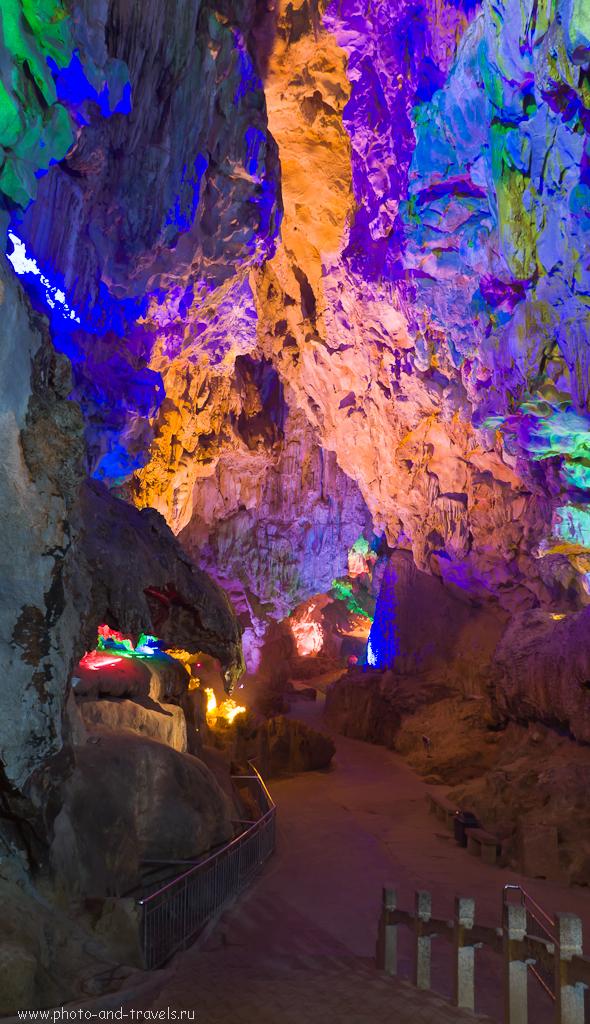 12. В пещере Crown Cave (冠岩; Guānyán) в окрестностях китайского города Гуйлинь (Guilin, 桂林)