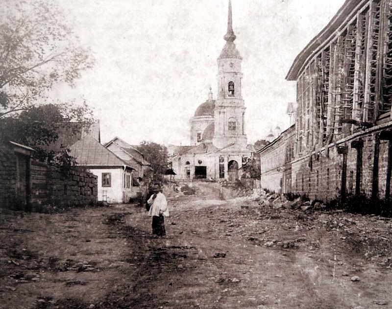 Вид на Владимирскую церковь из Чёрной слободы