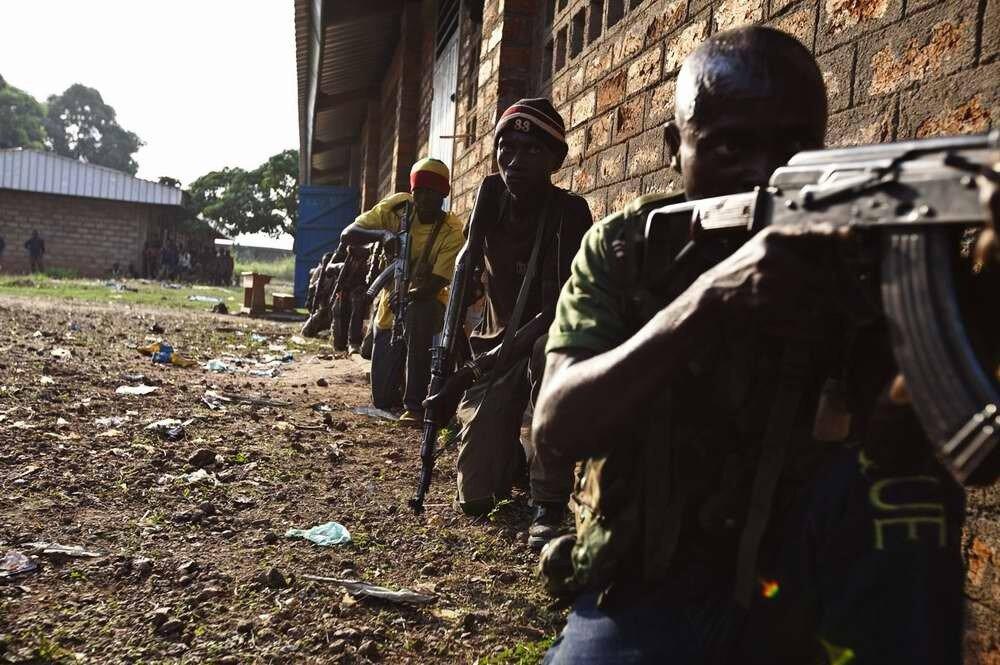 Процесс учебной подготовки бойцов христианского движения Anti-balaka в Центрально-Африканской республике (1)