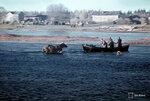 1944-10-06 Simojoen ylityst. Чтобы для войск, чтобы быть быстро hykkyskykyisiksi должна осуществляться рек, пересекающих быстро. Мост, немцы являются rjyttneet. Мужчины направились к мосту ruuhilla, товары ввозятся, пользуются myten и лошадей, вместе с его средствами плавание, пробираться через реки Левен и voimakasvirtaisen vliin, jkylmn ветра бризы. (II) и (IV) / 15. Пр.  Kev. psto 7. Симо 6.10.1944. Примечание: Текст и данные черно-белое изображение, Са-165318 Борг описал такой же ситуации. Место: Симо