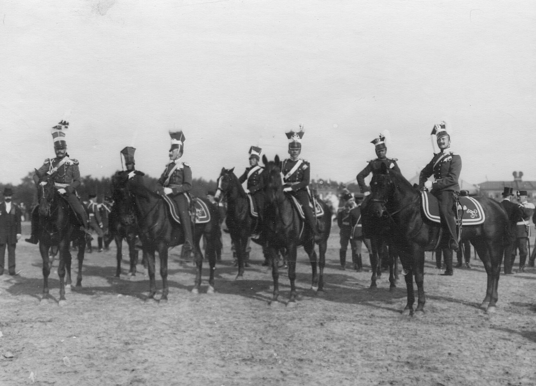 Группа конных улан в исторических формах в день празднования 250-летнего юбилея полка