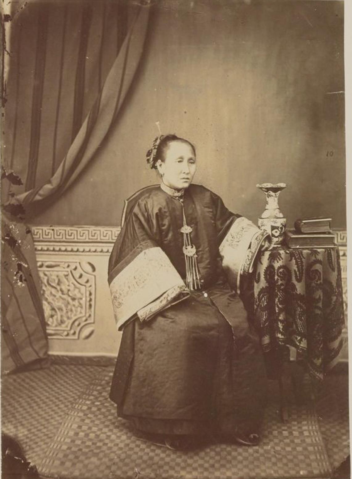 Окрестности Благовещенска. Жена богатого маньчжурского торговца из Айгуна в 32 км ниже по течению от Благовещенска. 1872