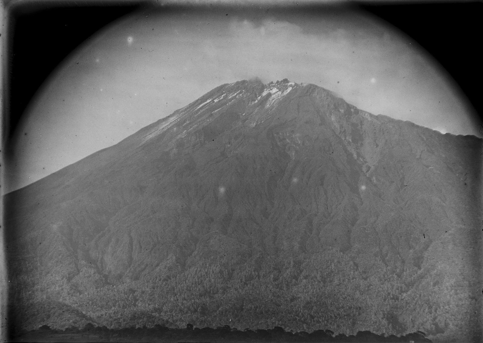 233. Гора Меру с юго-запада