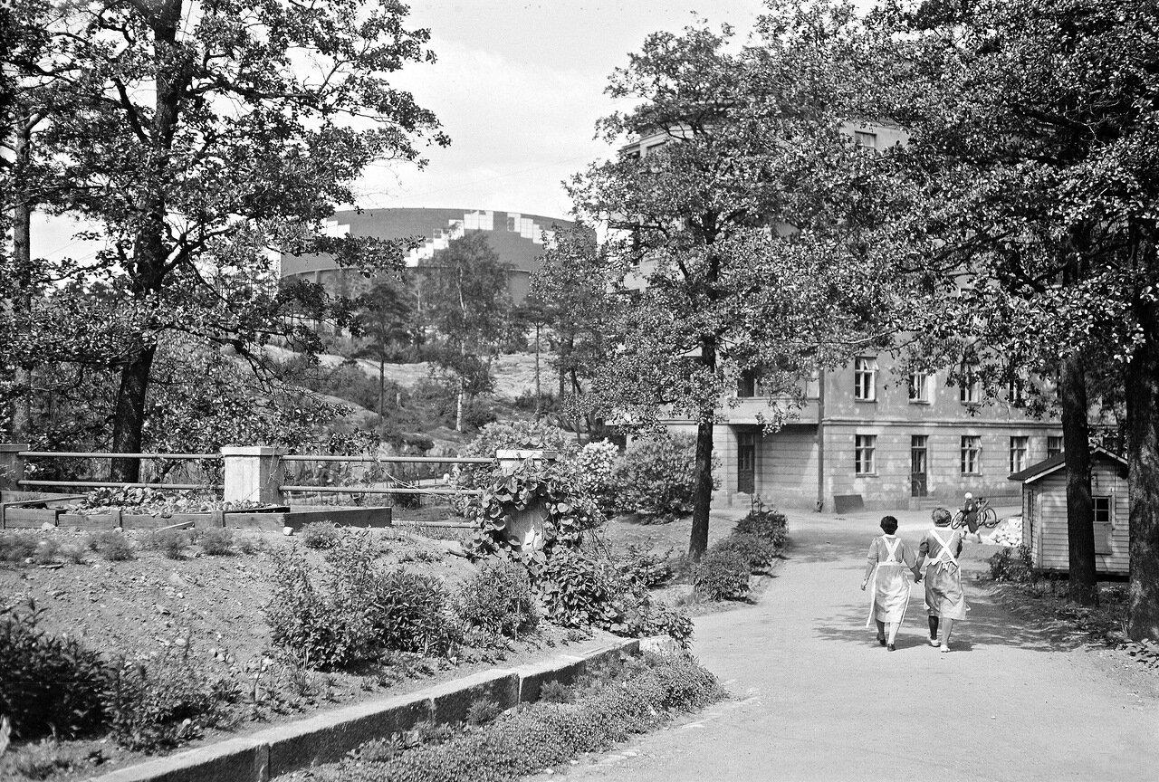 1941. 20 июня. Новая водонапорная башня и больница общества сестер милосердия.