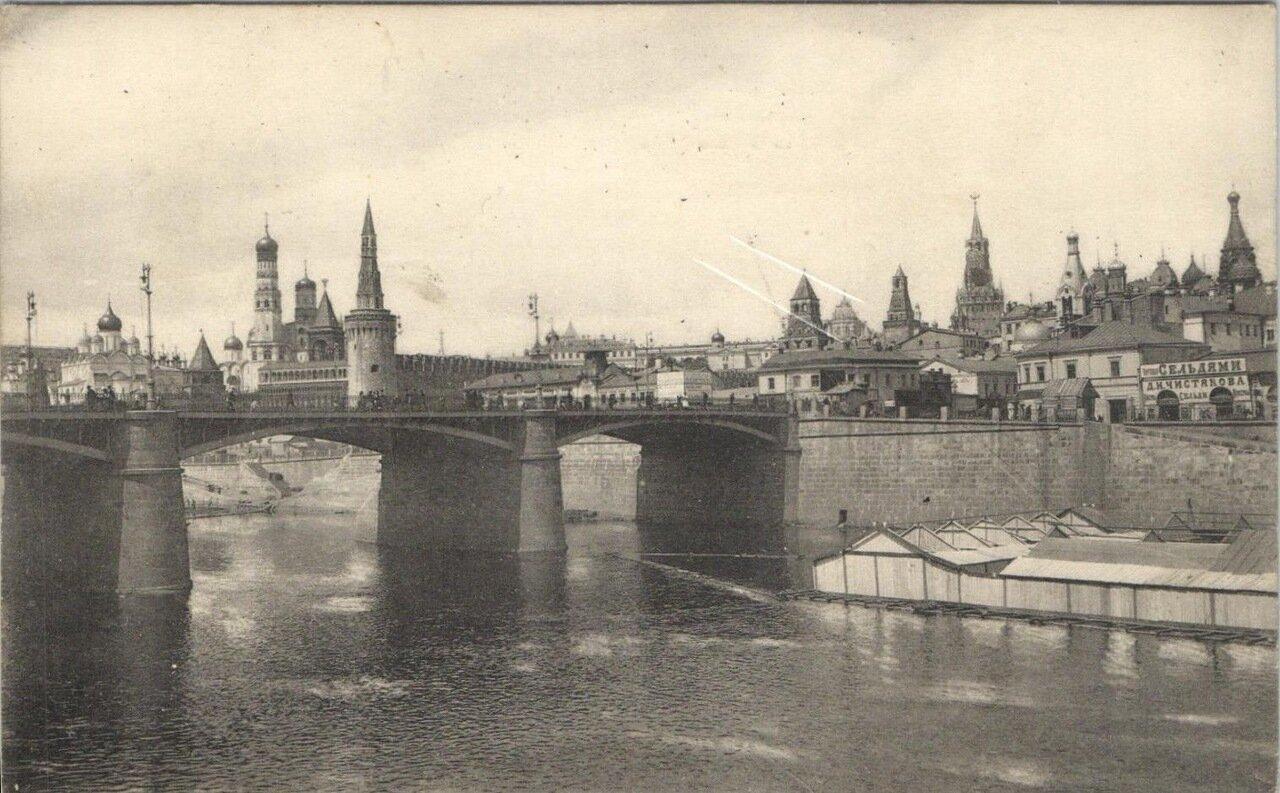 Кремль. Вид на Кремль с Москворецкого моста