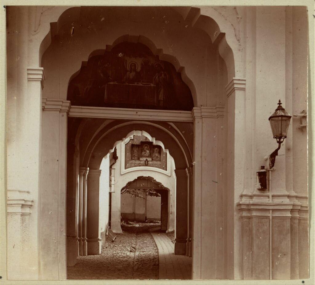 Входные врата Свято-Троицкого монастыря. 1912