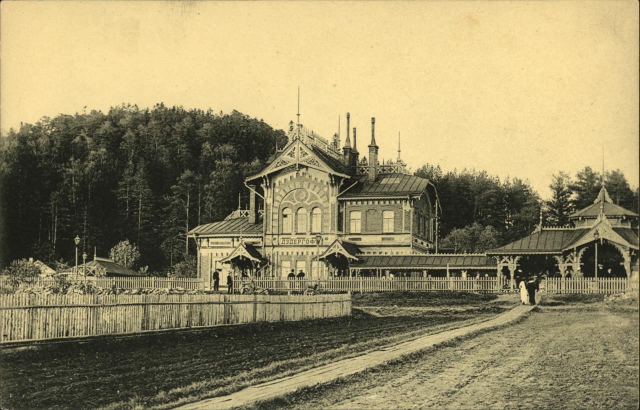 Вид на вокзал и гору