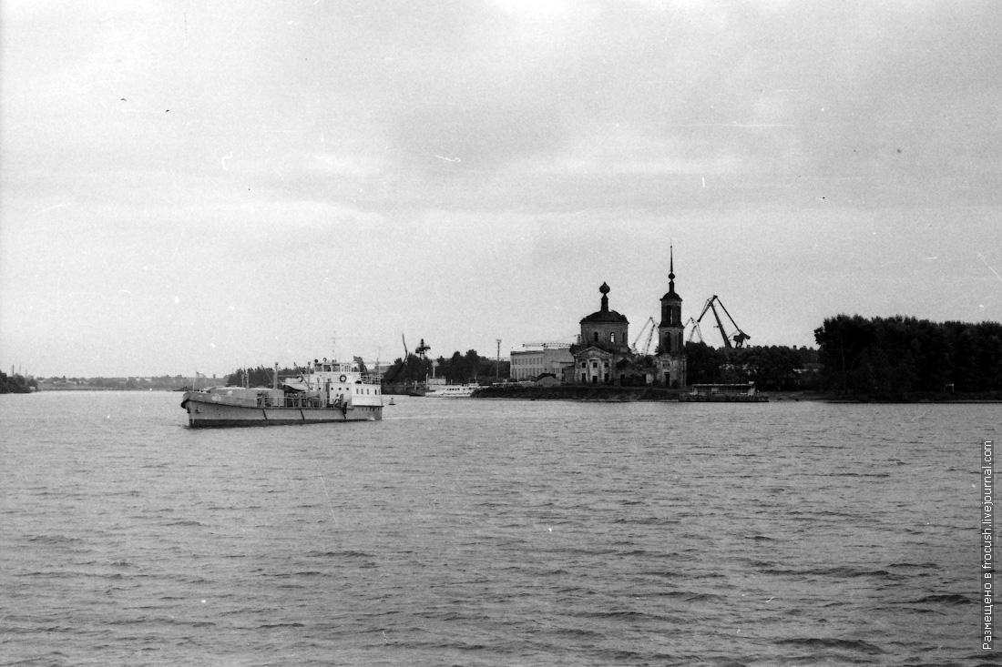 «ОС-7». Построена на СРЗ «Красный Дон» в Ростове-на-Дону в 1969 году. Списана в 2002 году