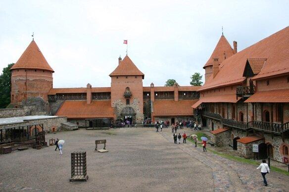 внутренняя часть крепости, предзамковая.