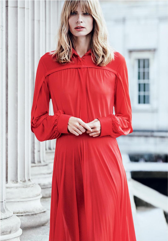 Женщина в красном Harper's Bazaar UK April 2017 | Julia Stegner фото Regan Cameron