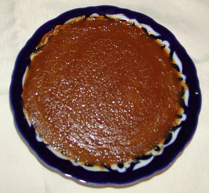 Халвайтар — это жидкое воплощение халвы. В перекаленный жир или масло добавляют муку, размешивают, з