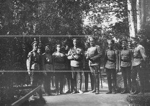 Командир батальона генерал-майор Б.А.Подымов с группой офицеров батальона.