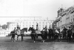 Император  Николай II принимает рапорт вахмистра эскадрона его величества конной гвардии