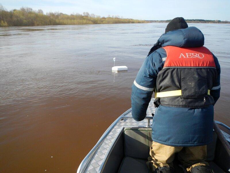 Ловим из лодки кораблик с GPS-трекером