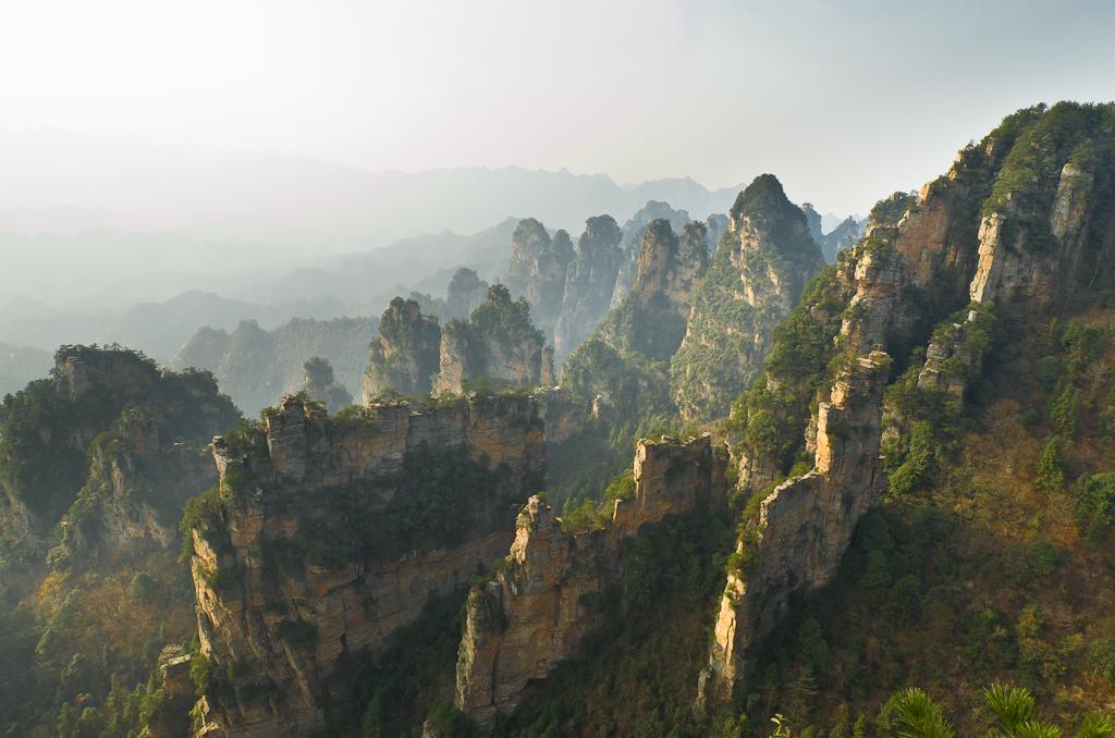 Фото 10. Та же фотография с видами One Step to Heaven в заповеднике Чжанцзяцзе, но снятая на ширик Samyang 14/2.8