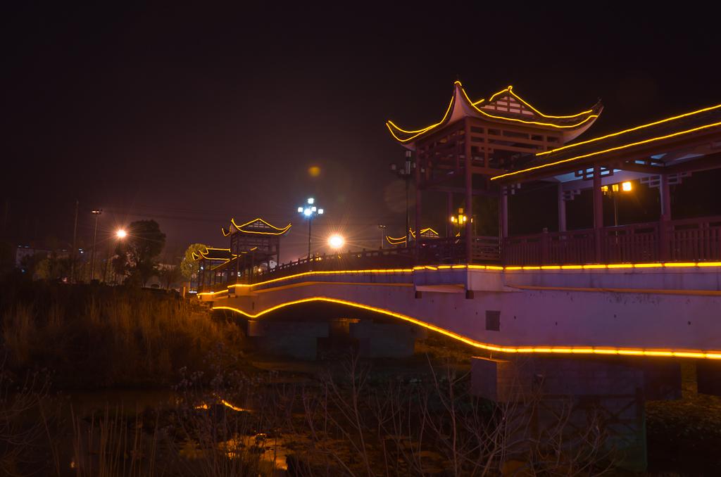 13. Мост в деревне Wulingyuan (Улинъюань), где располагается один из входов в национальный парк Чжанцзяцзе