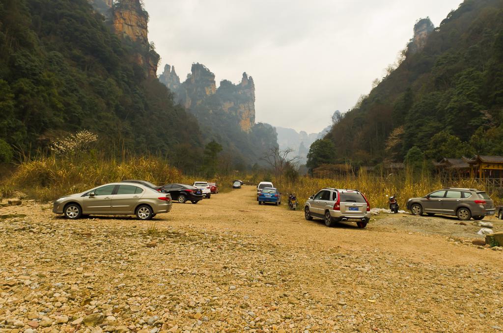 Фото 4. Здесь начинается дорога к деревне обезьян в заповеднике Zhangjiajie National Forest Park (湖南张家界国家森林公园). Отчет о путешествии по Китаю самостоятельно