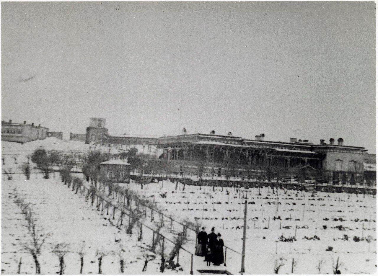 «Вилла Петролеа» (жилой поселок, построенный братьями Нобель в конце XIX века для служащих их компании на границе Чёрного города в пригороде Баку) в зимний период