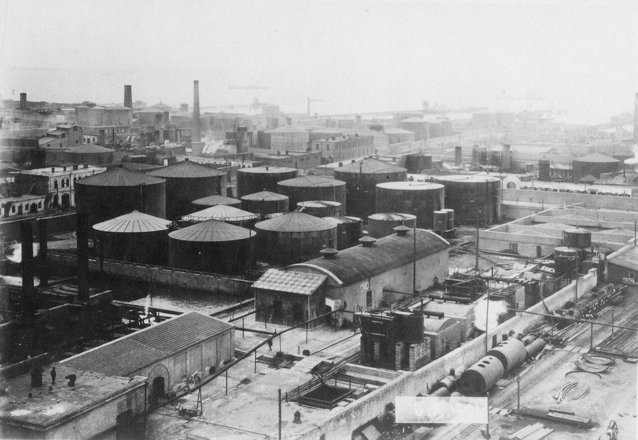 Нефтяные резервуары на заводе Нобеля