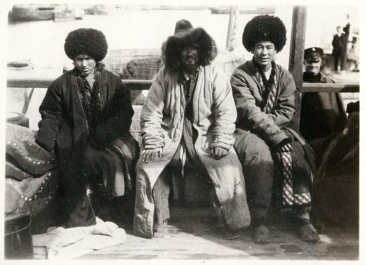 Киргизы с полуострова Челекен