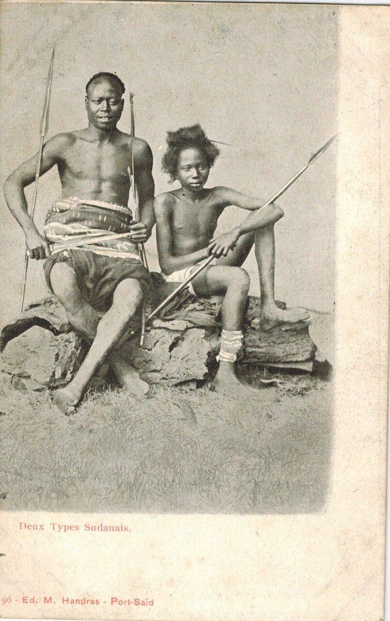 1910. Два суданца с копьями, Судан,