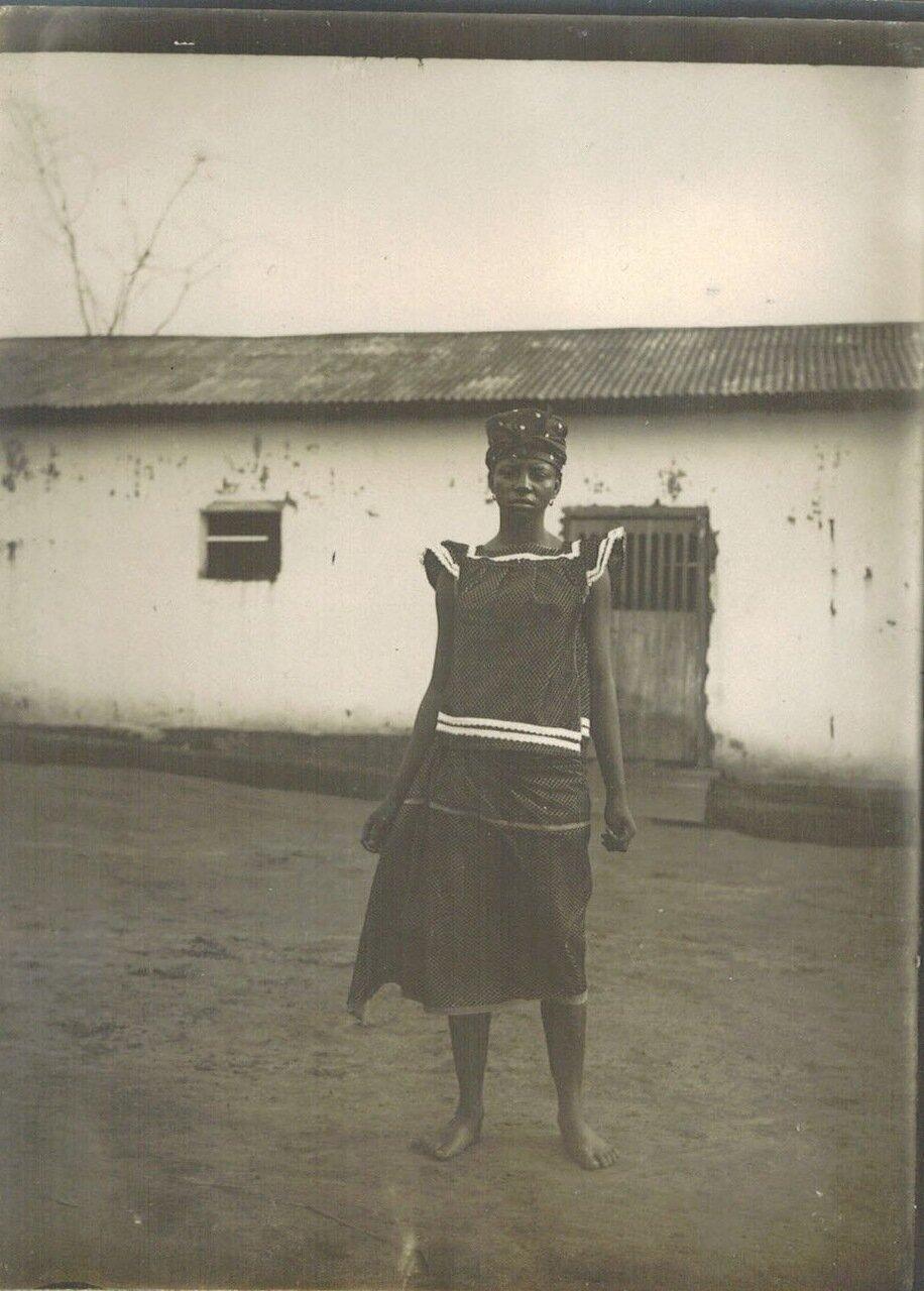 1910. Молодая женщина из Германской Восточной Африки