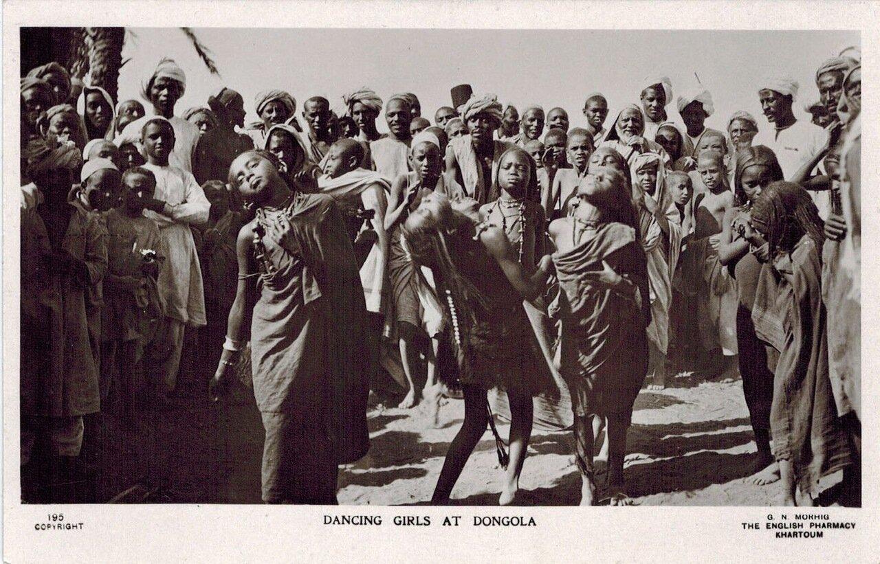 1920. Молодые танцовщицы из Донголы, Судан
