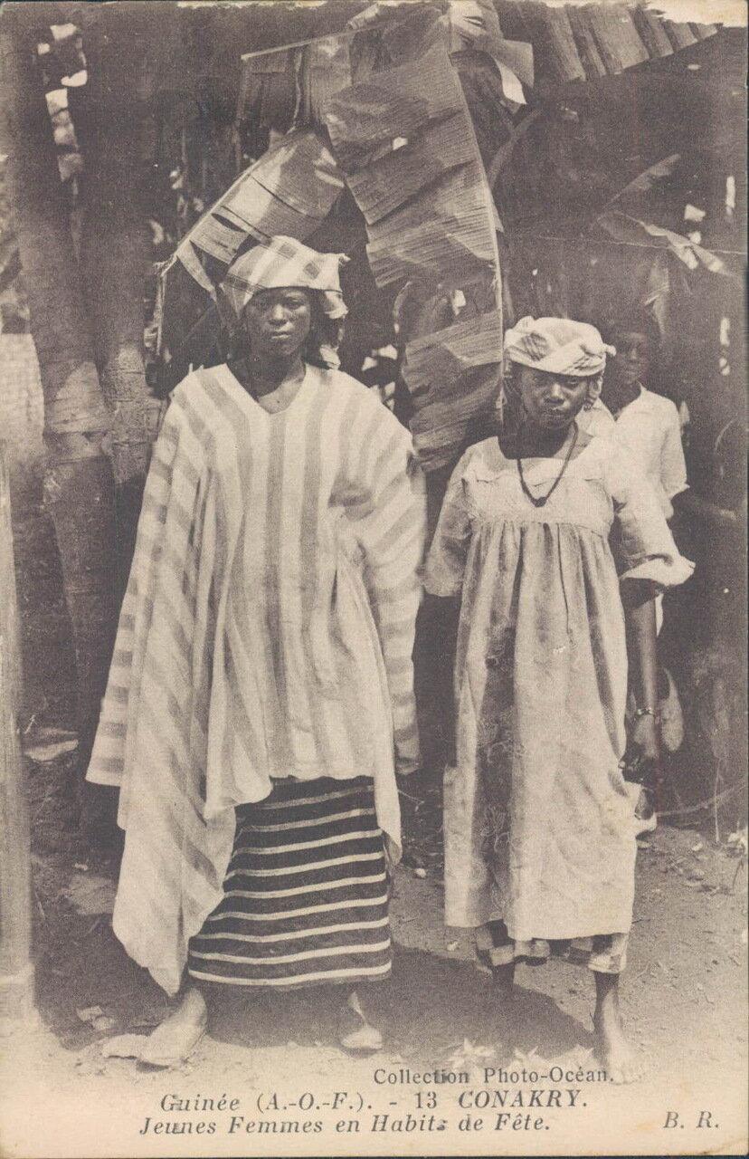 1910-е. Гвинея. Конакри. Женщины в праздничных нарядах