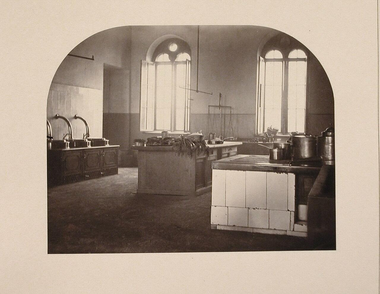 Вид части кухни института
