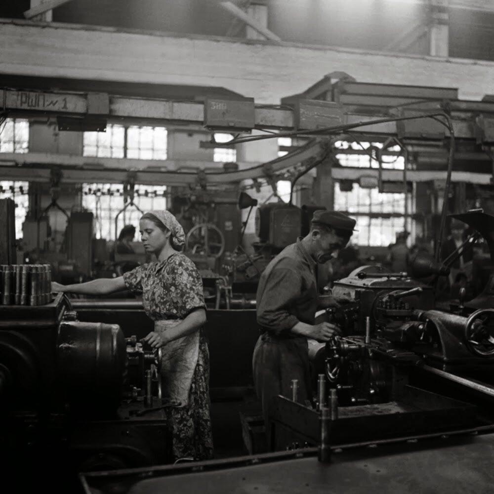 Сталинград. На тракторном заводе