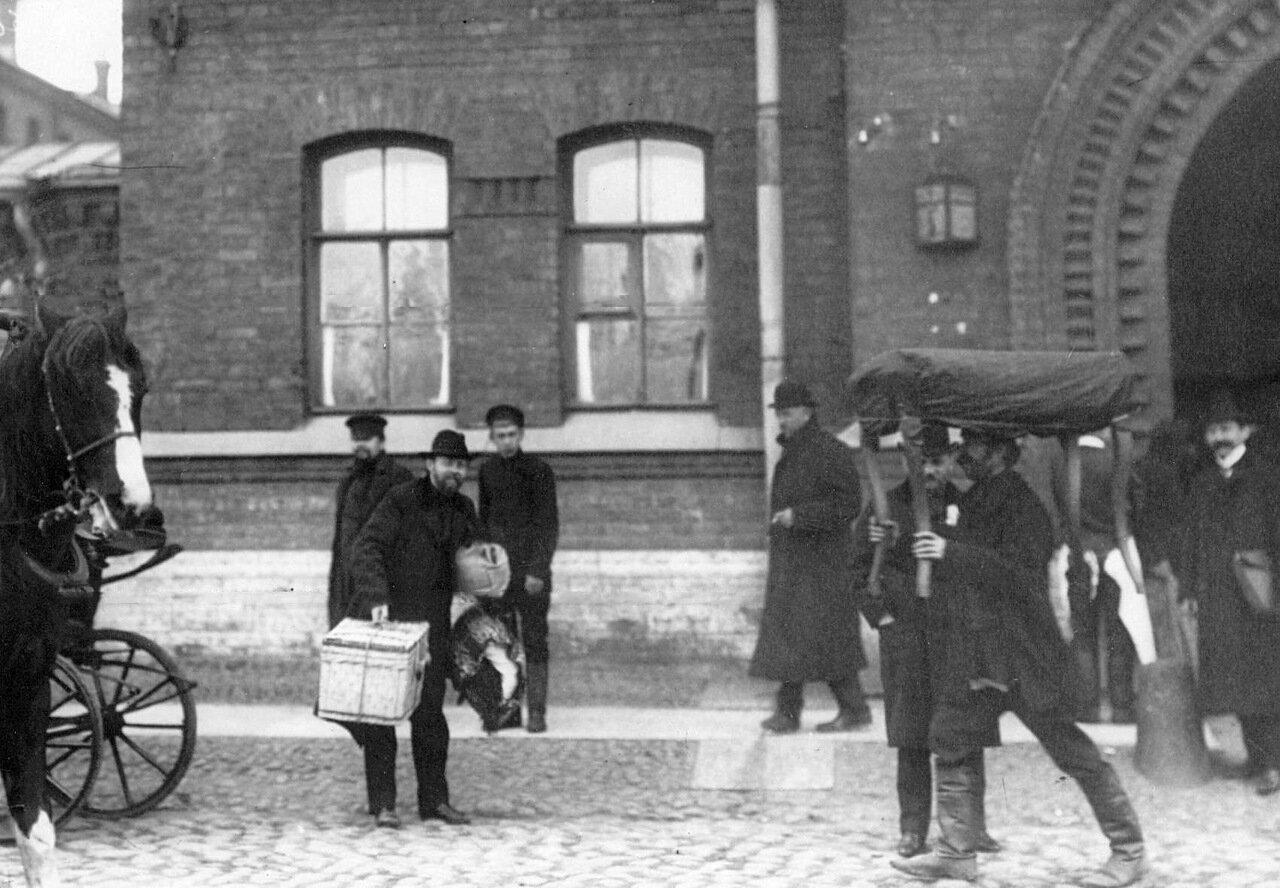 Прибытие в тюрьму депутатов Первой Государственной думы, осужденных на 3 месяца тюрьмы за подписание Выборгского воззвания