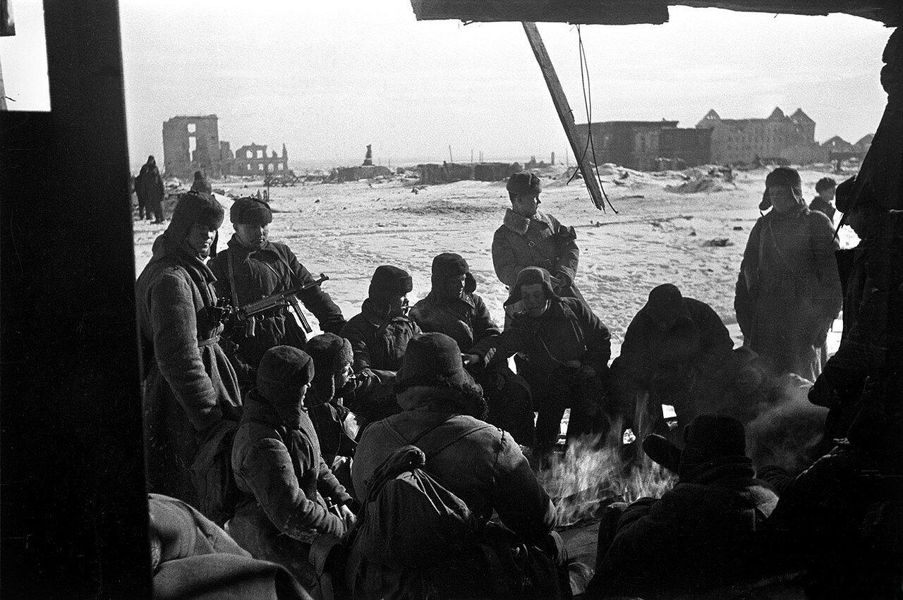 1943. Сталинградская битва. Бойцы отдыхают между боями