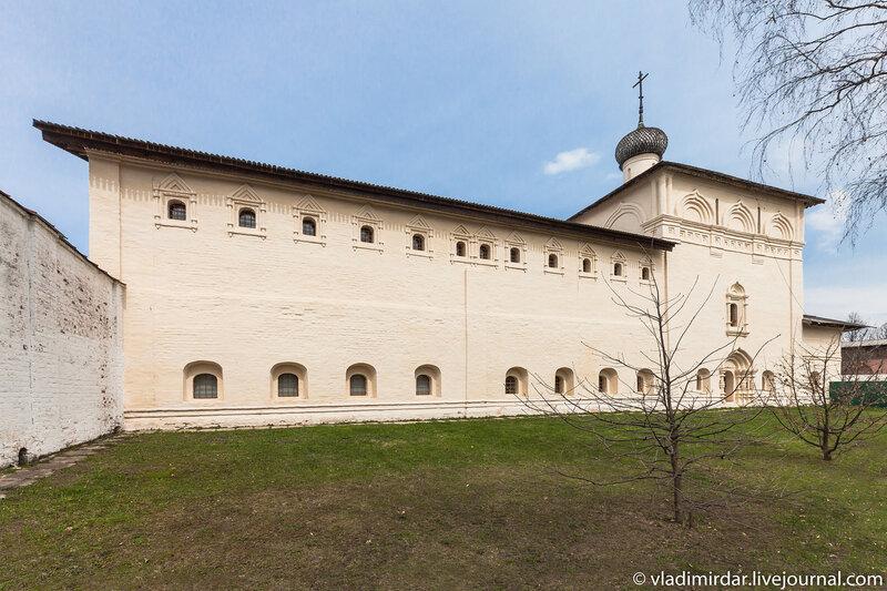 Никольская церковь с больничными палатами в Спасо-Евфимиевом монастыре в Суздале