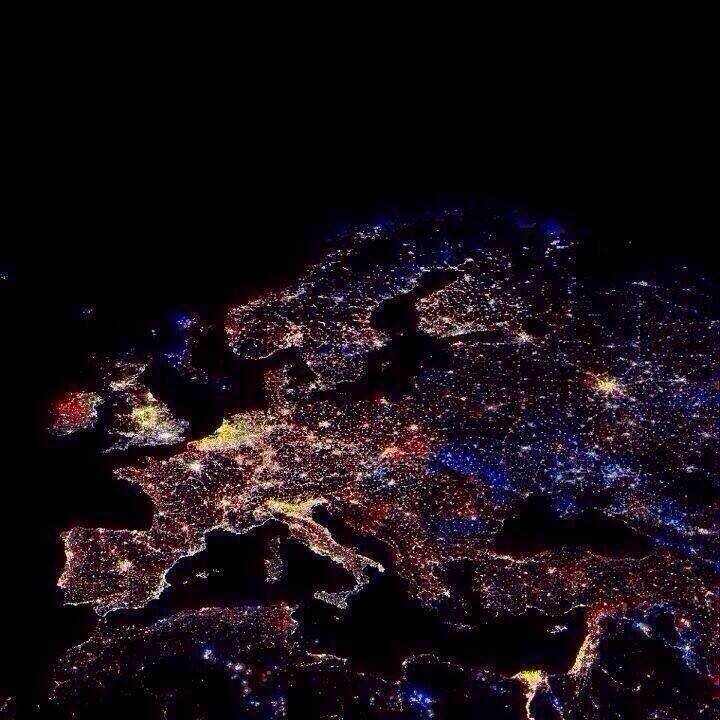 Европа из Космоса. Фото в 00:00 в Новый Год