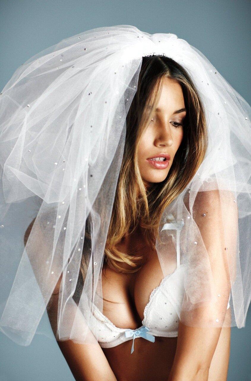 Лили Олдридж — сексуальная невеста