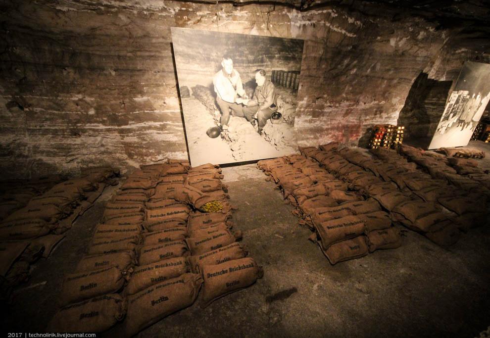 23. Экспозиция снабжена историческими фотографиями, сделанными американскими военными во время обнар