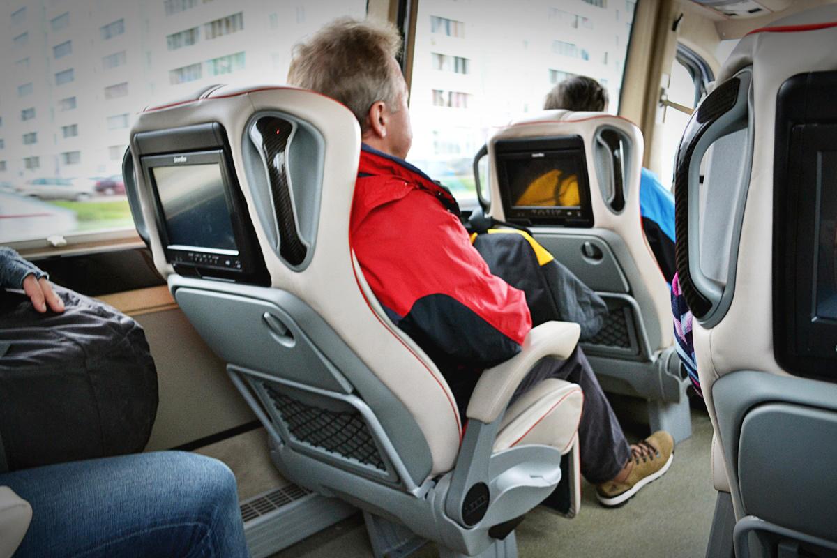 Микроавтобус с комфортом, как в самолете (10 фото)