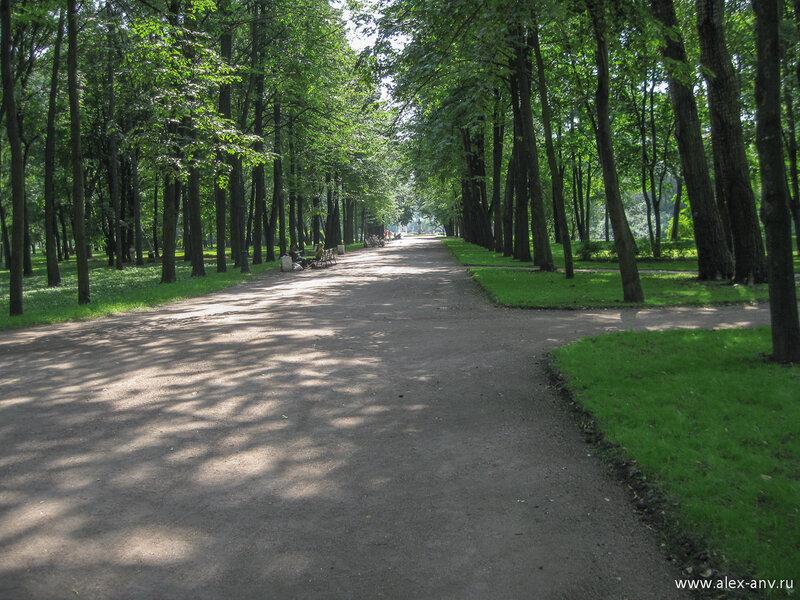 Московский парк Победы. Вид на центр парка от северного входа.