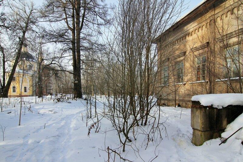 Усадебный дом и церковь Николая Чудотворца в Никольском-Обольянинове