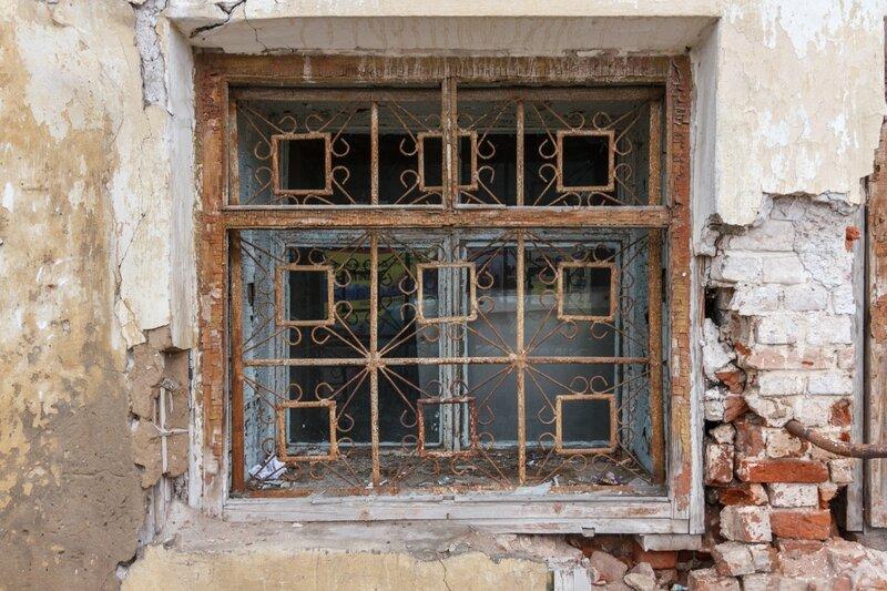 Заброшенный дом на углу улиц Володарского и Урицкого, Кимры