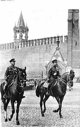 Акшинский В.С.  Ворошилов и Фрунзе на Параде на Красной площади