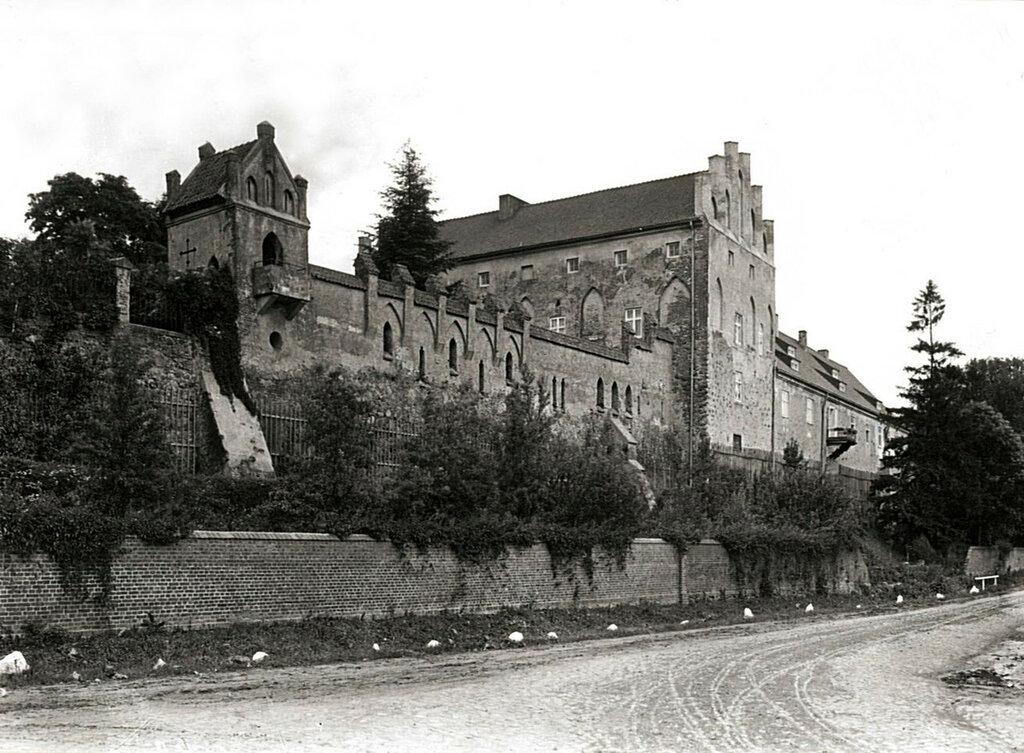 Замок Георгенбург — старинный замок Тевтонского Ордена,